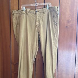 Lucky Brand 410 Athletic Fit Chinos